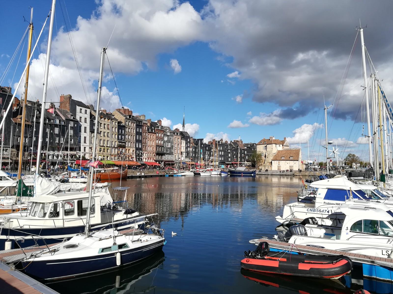 パリから2時間で行ける港町 オンフルールの見どころ3選