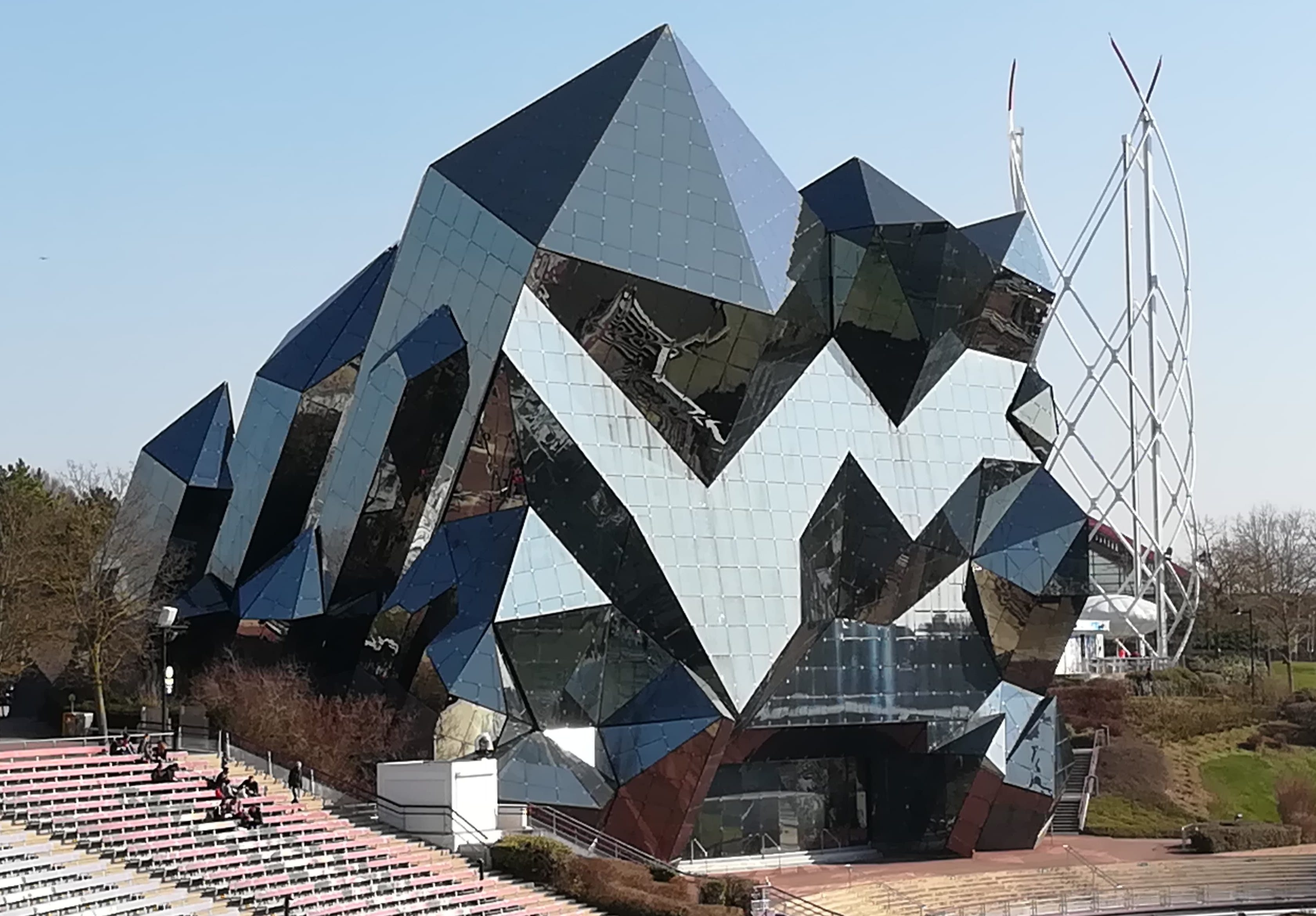 建物がすごすぎる!フランスのテーマパーク『futuroscope』